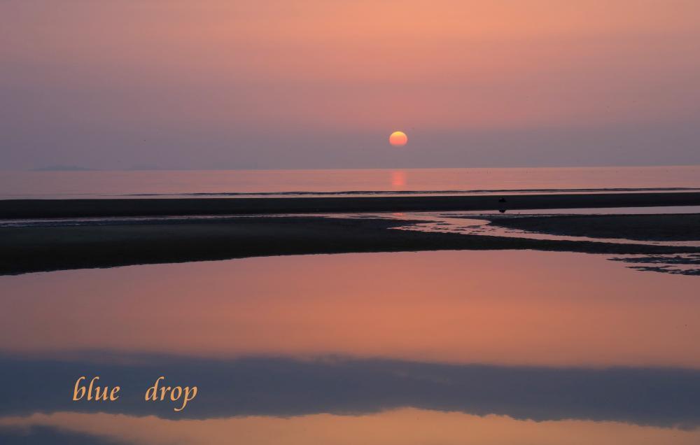 日が沈む浜辺