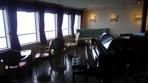 船内部 ピアノ