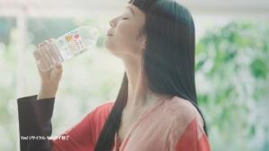 萬波ユカ/コカ・コーラ いろはすライチティー「休憩」篇0012