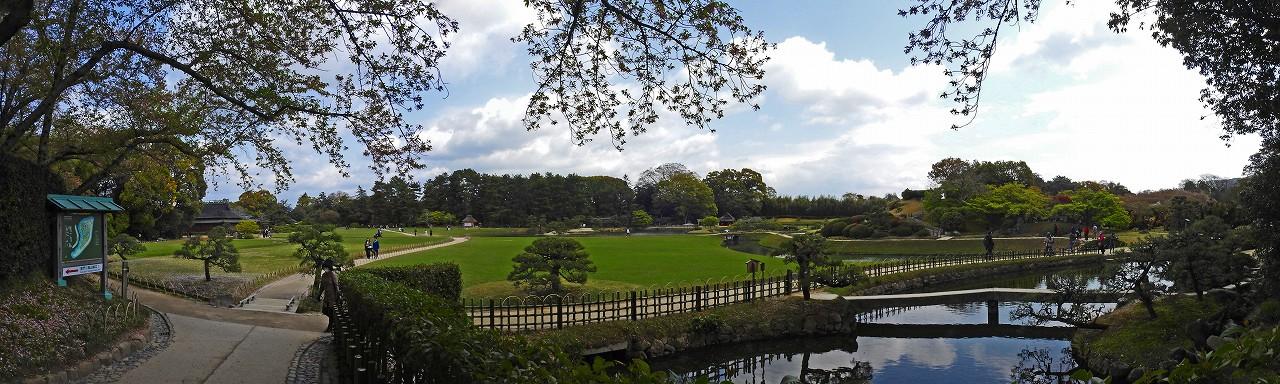 20180407 後楽園今日の南門を入って直ぐの場所から眺めた園内ワイド風景 (1)