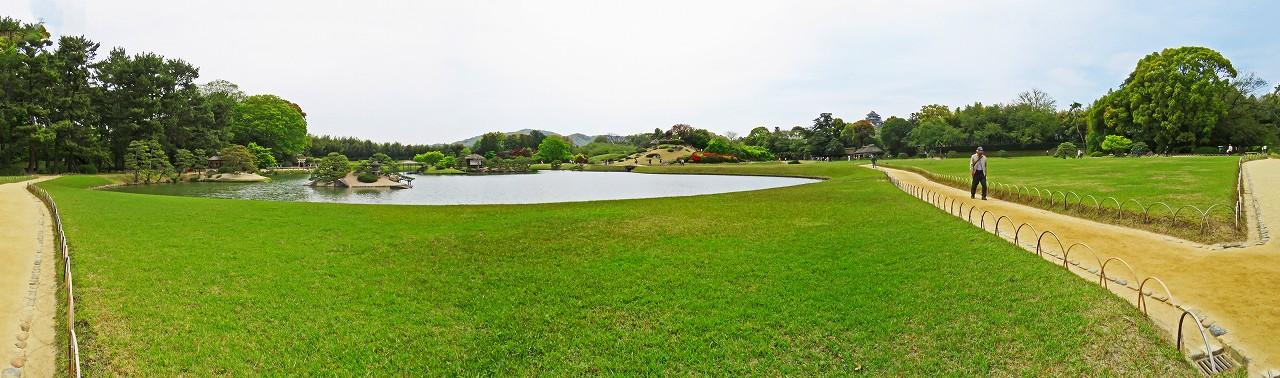 20180414 後楽園今日の沢の池西芝中央から眺めた園内ワイド風景 (1)