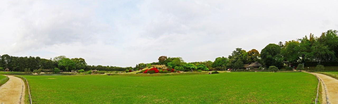 20180416 後楽園今日の午後の沢の池南芝中央から眺めた園内ワイド風景 (1)