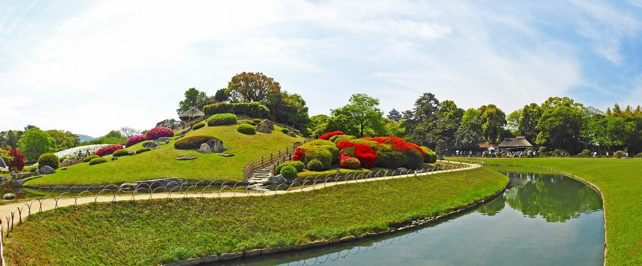 20180422 後楽園今日の園内土橋付近から眺めた唯心山ツツジの様子ワイド風景 (1)