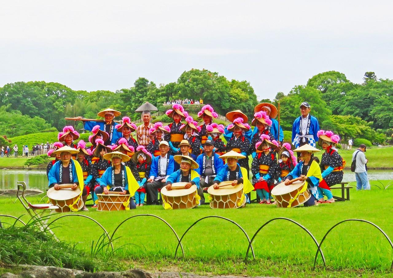 20180610 後楽園恒例のお田植え祭開始前の記念撮影の様子 (1)