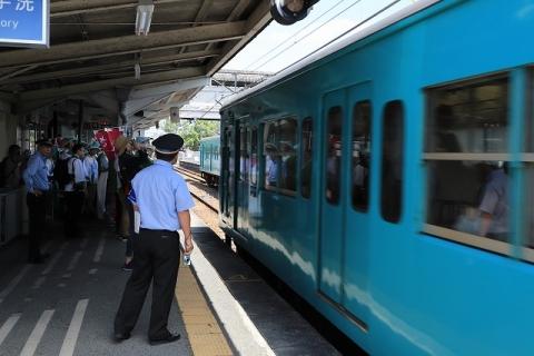奈良行電車到着