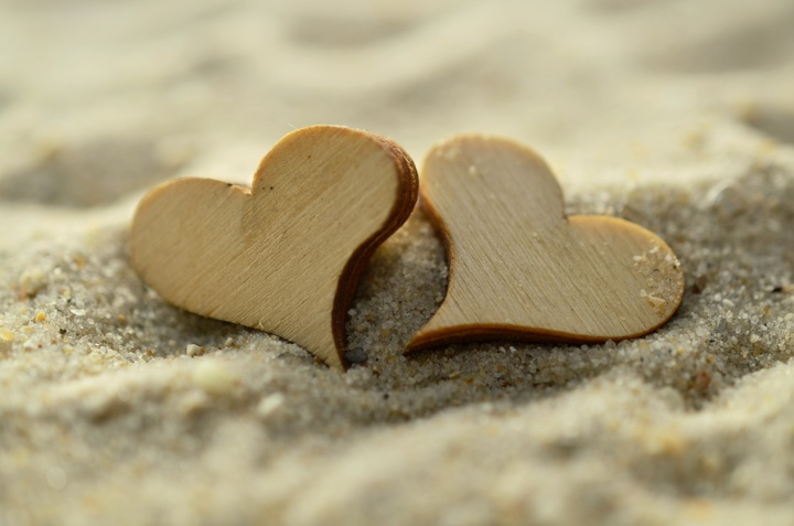 beach-sand-rock-wood-leaf-summer-647737-pxhere-com.jpg