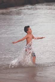 海 走る 子供