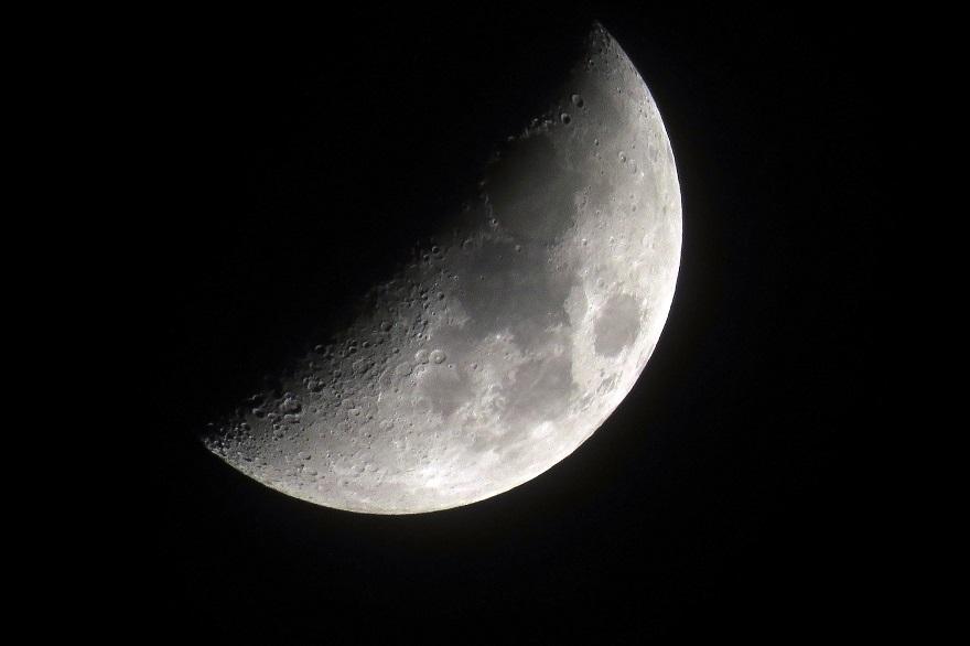 4月の月 (0)