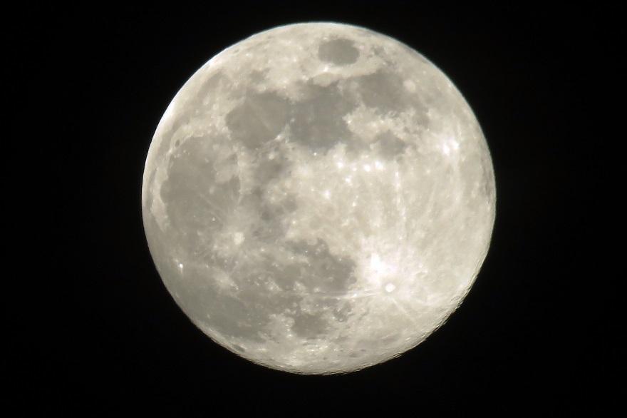 4月の月 (3)