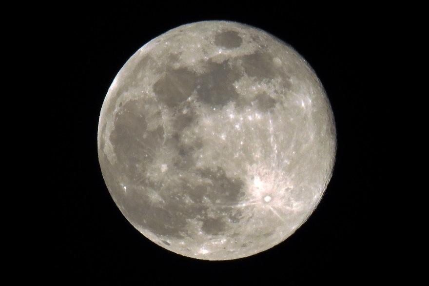 4月の月 (4)