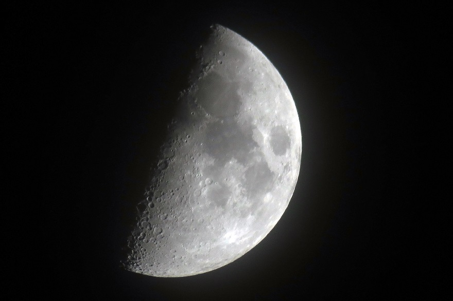 5月の月 (1)