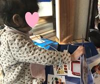 絵カードと娘0606- コピー