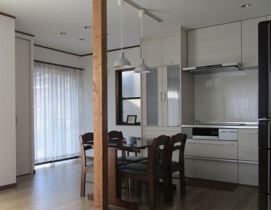 狭いキッチンのリフォーム 壁を抜いて柱は残す
