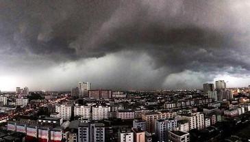 Summer storm when back Thailand (2)