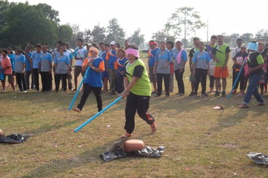 Blindfold pot hitting (2)