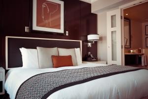 hotel-room-1447201_1920.jpg