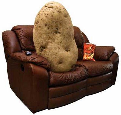 ソファーにくつろぐジャガイモ