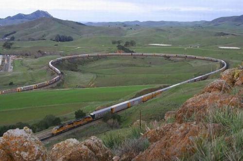 長い列車1-田園風景