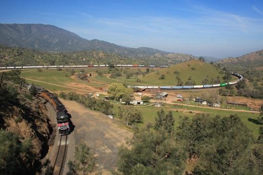 長い列車2-丘陵地帯