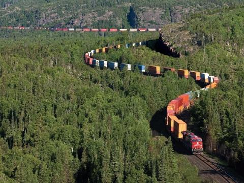長い列車3-森の中