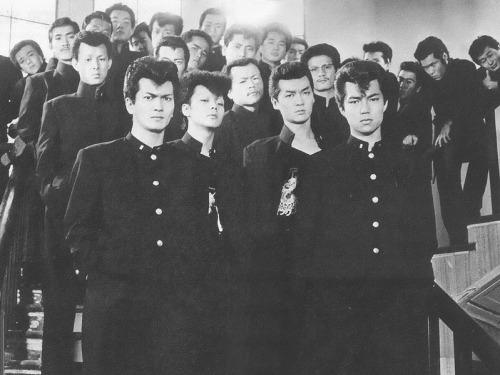 愛徳高校の仲間トオルと加藤ヒロシ他の面々(ビーバップハイスクール)