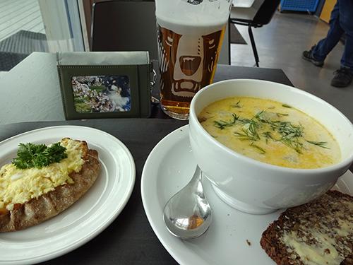 ヘルシンキでサーモンスープ1