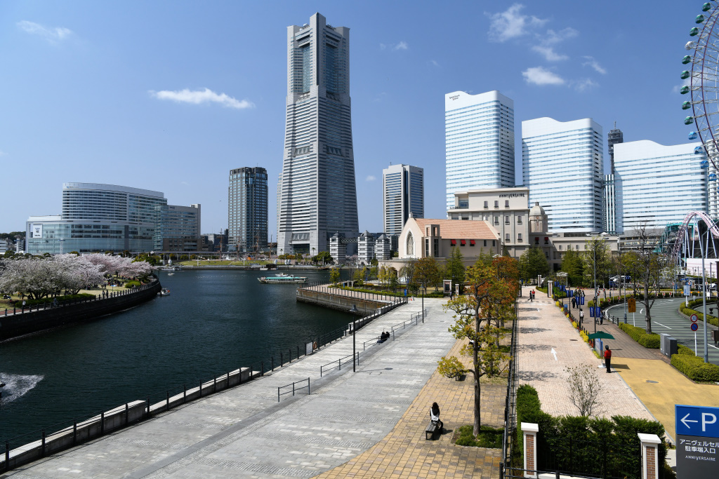 横浜ランドマークタワーを真ん中に汽車道とアニヴェルセル