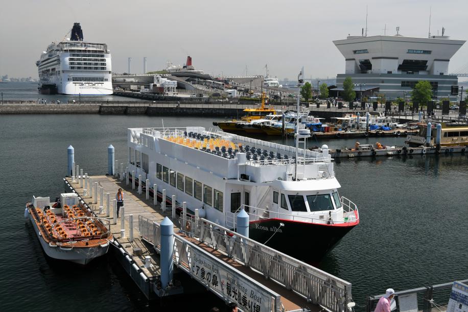 新港内観光船