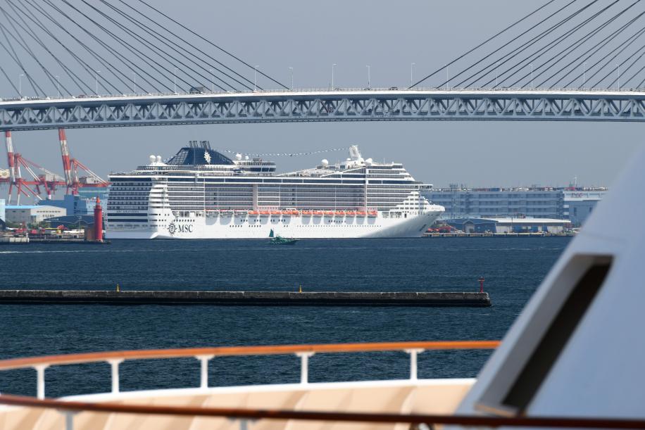 大桟橋から見るMSCスプレンディダ 2