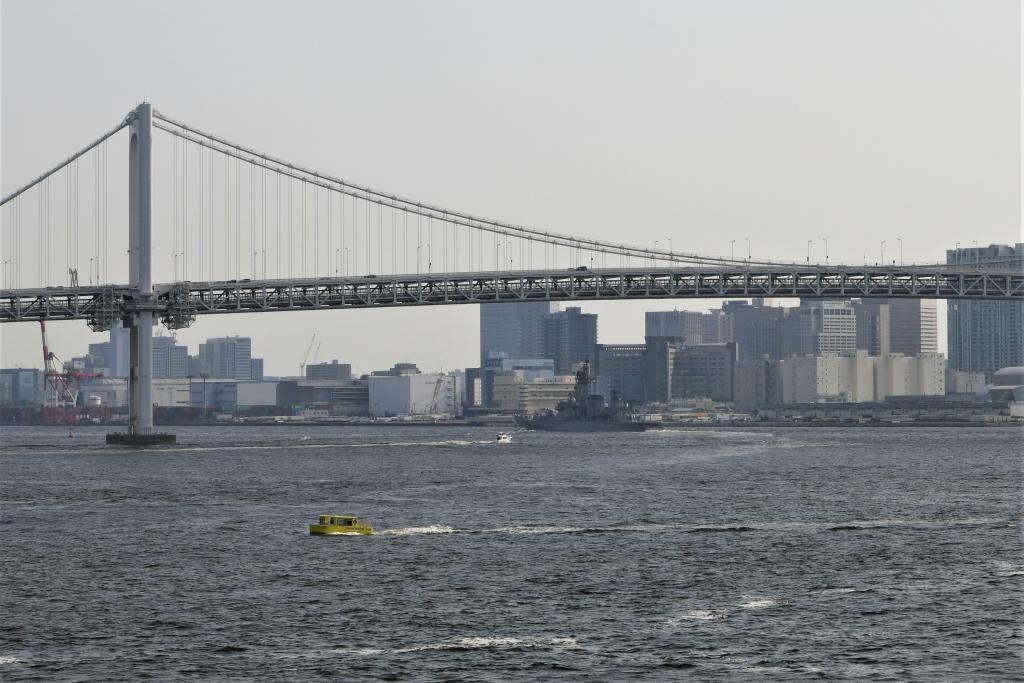 東京レインボーブリッジを潜るはたかぜ