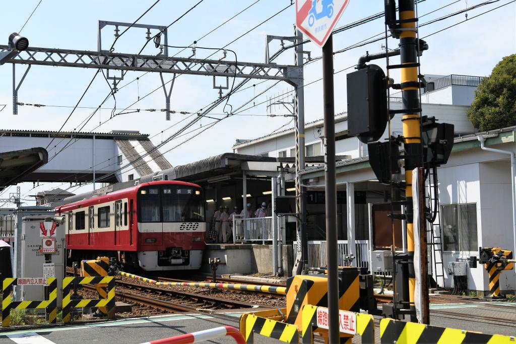 京急大津駅前踏切