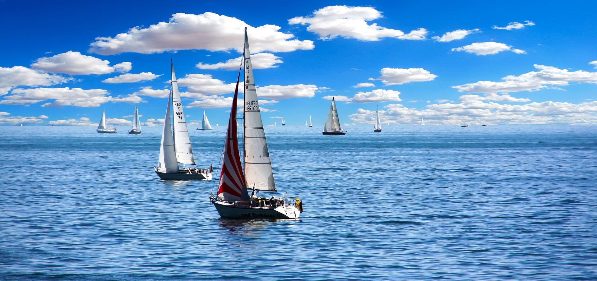 sailing-boat-1593613_1920.jpg