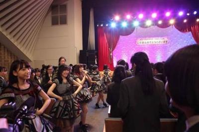 【芸能人サプライズ】お嬢様女子高にAKB48がサプライズ登場で大興奮!