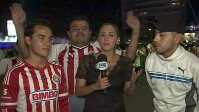 【苦笑】美人リポーターがサッカーファンに切れる!
