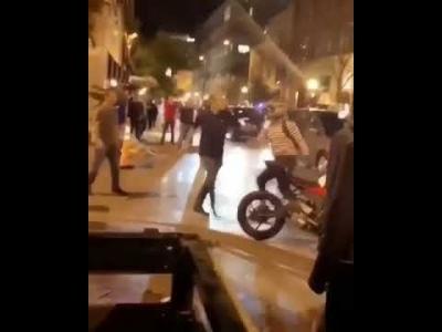 【苦笑】酔っぱらってバイカーにノックアウトされる!
