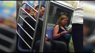 【芸能人サプライズ(海外)】地下鉄にキアヌ・リーブスが乗ってても気づかない!