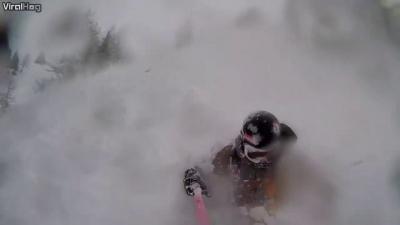 【衝撃!】自撮りスキー・・・雪崩に巻き込まれる瞬間映像!