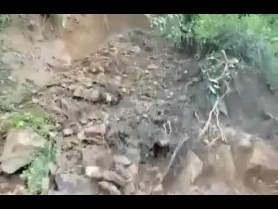 【衝撃!】土砂崩れに巻き込まれる瞬間映像!