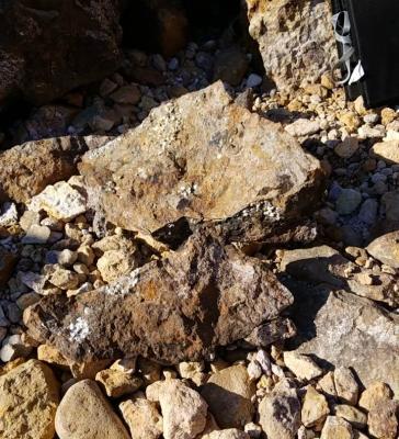落とした岩