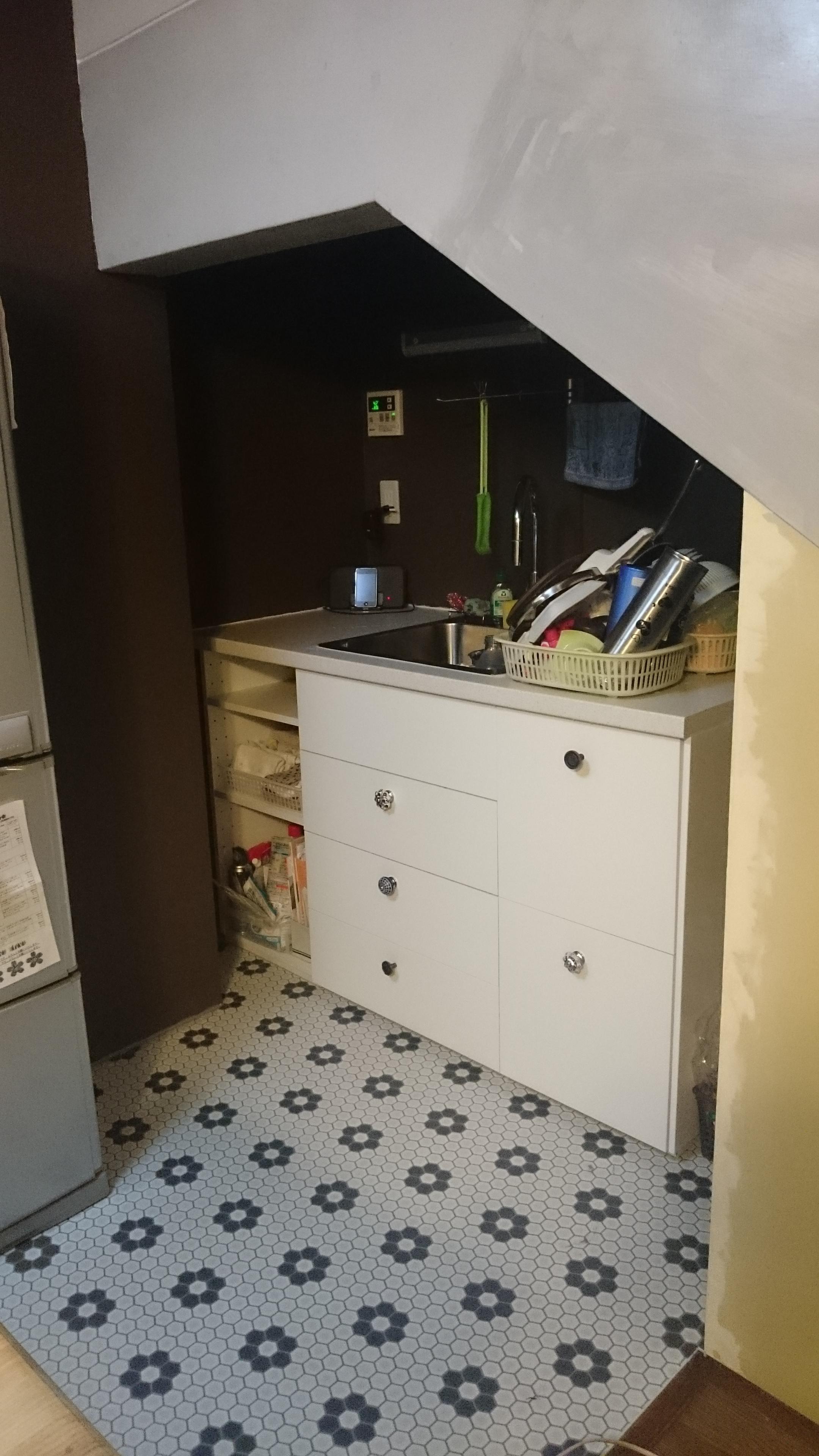 キッチン完成階段下