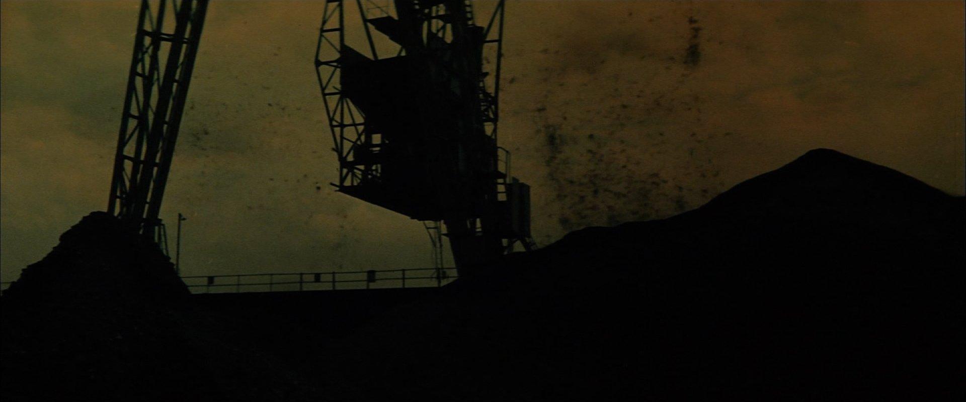 宇宙大怪獣ドゴラ 炭鉱