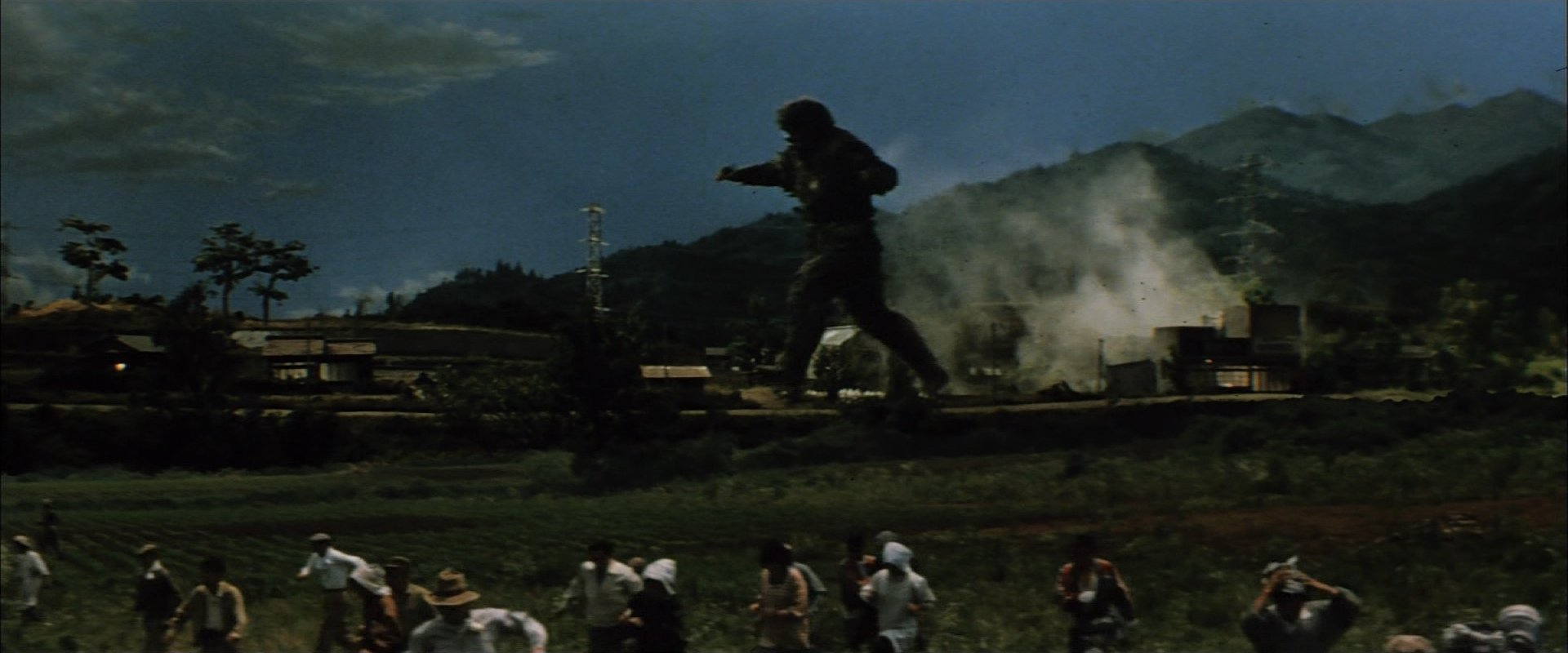 フランケンシュタインの怪獣 サンダ対ガイラ ガイラ走る村人逃げる