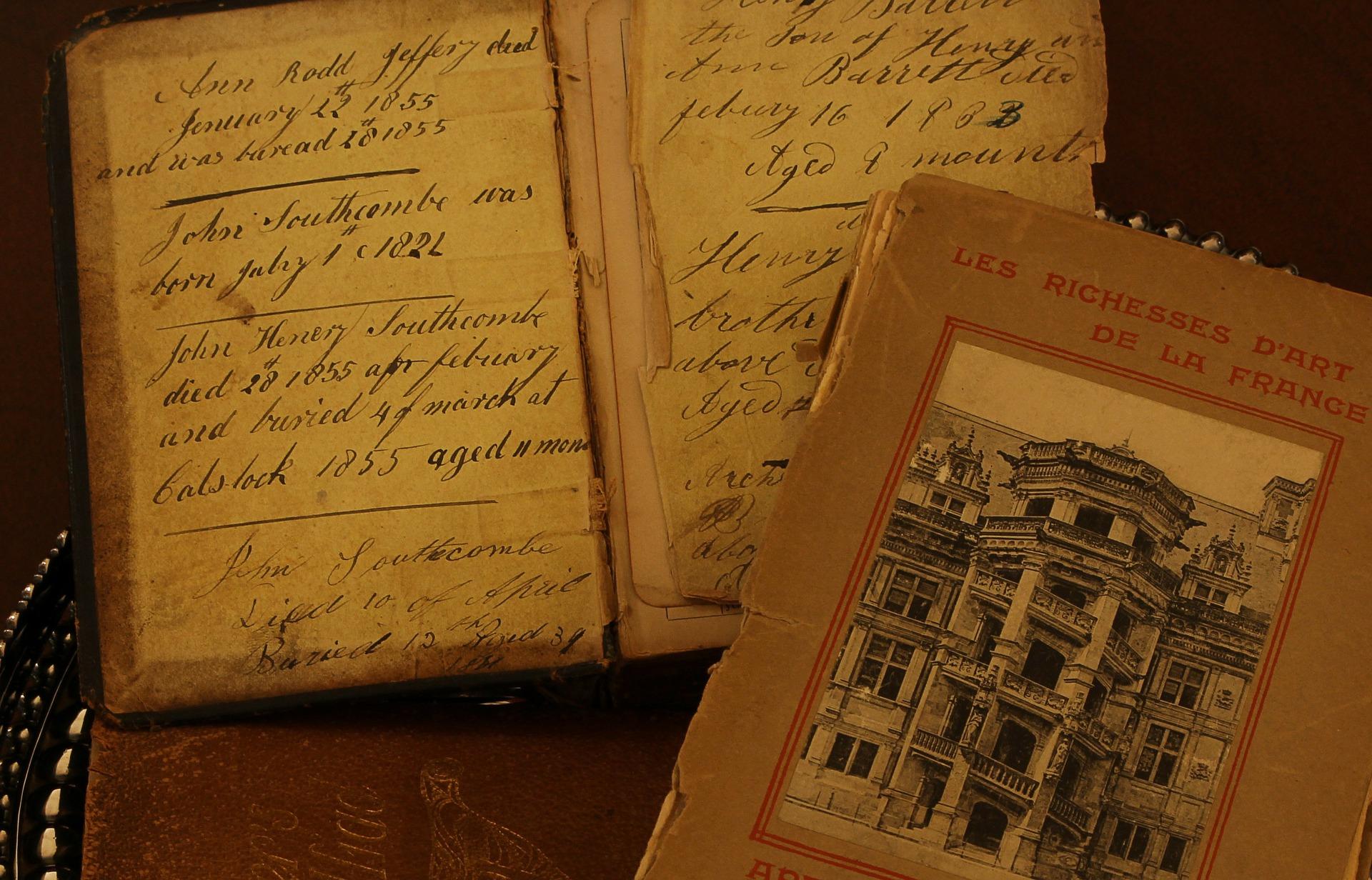 antique-books-101577_1920.jpg