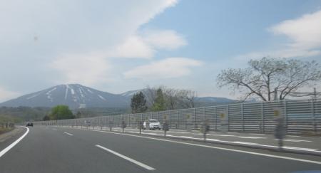高速道路を行く