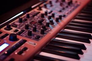 synthesizer-908298_960_720.jpg