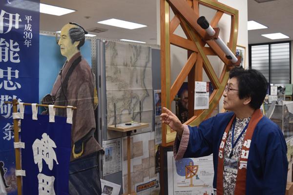 伊能忠敬の絵を描いたという観光インストラクター、越川悦子さん