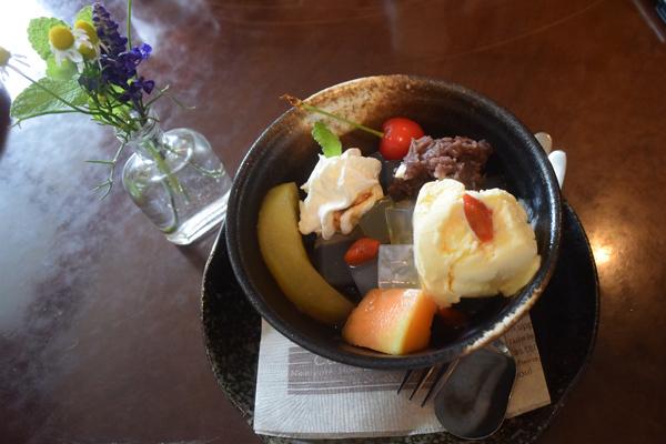 クリームあんみつはコーヒー付き700円(cafe丘の家)