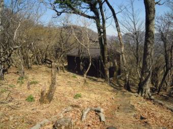 加入道山山頂避難小屋180421