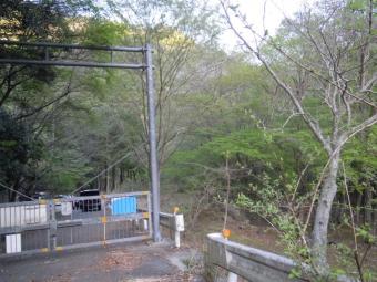 白石沢方面登山口ゲート180421