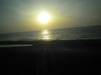 車窓から夕陽180505
